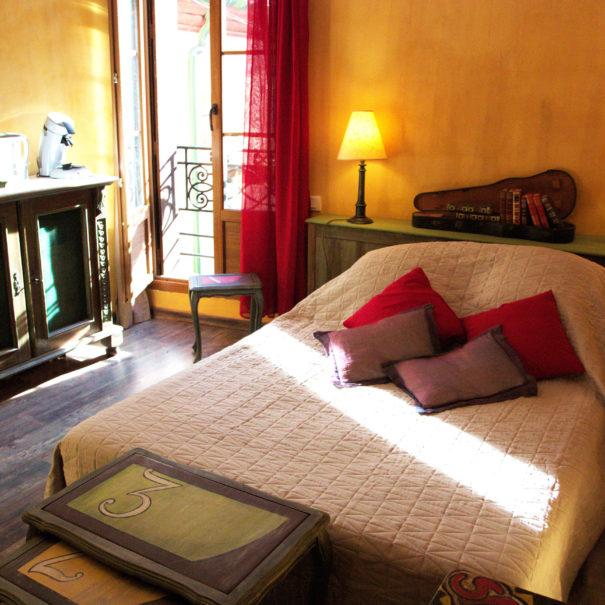 Chambre 15m² avec lit king size et TV écran plat
