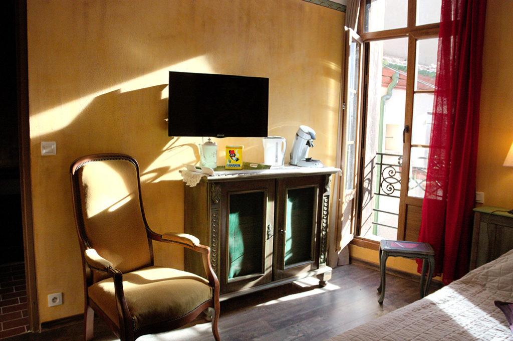 TV écran plat, fenêtre lumineuse