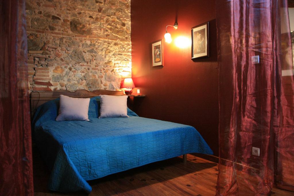 Chambre loft mur en pierre