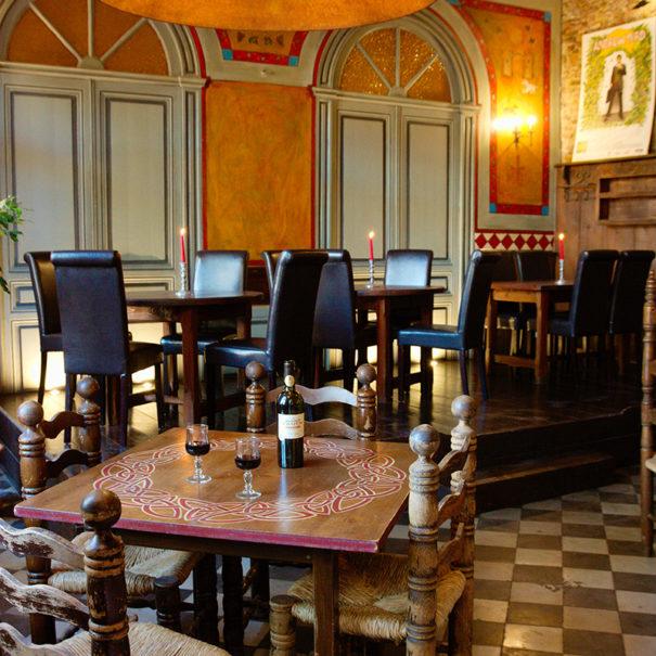 Salle restauration, vins et tapas